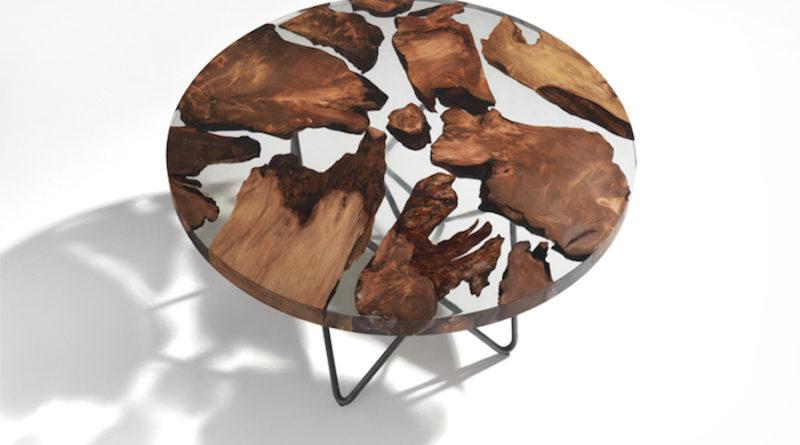 τραπέζι με υγρό γυαλί